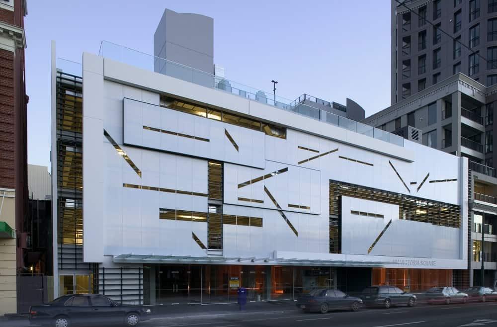 La fachada de vidrio evoluciona y deja paso al policarbonato for Fachadas de cristal