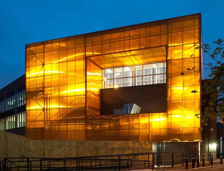 El policarbonato convierte las fachada de vidrio en cubos - Materiales para fachada ...