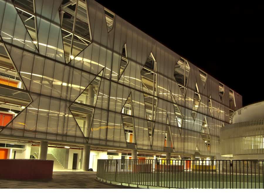 La arquitectura moderna soluciona una necesidad local for Arquitectos de la arquitectura moderna