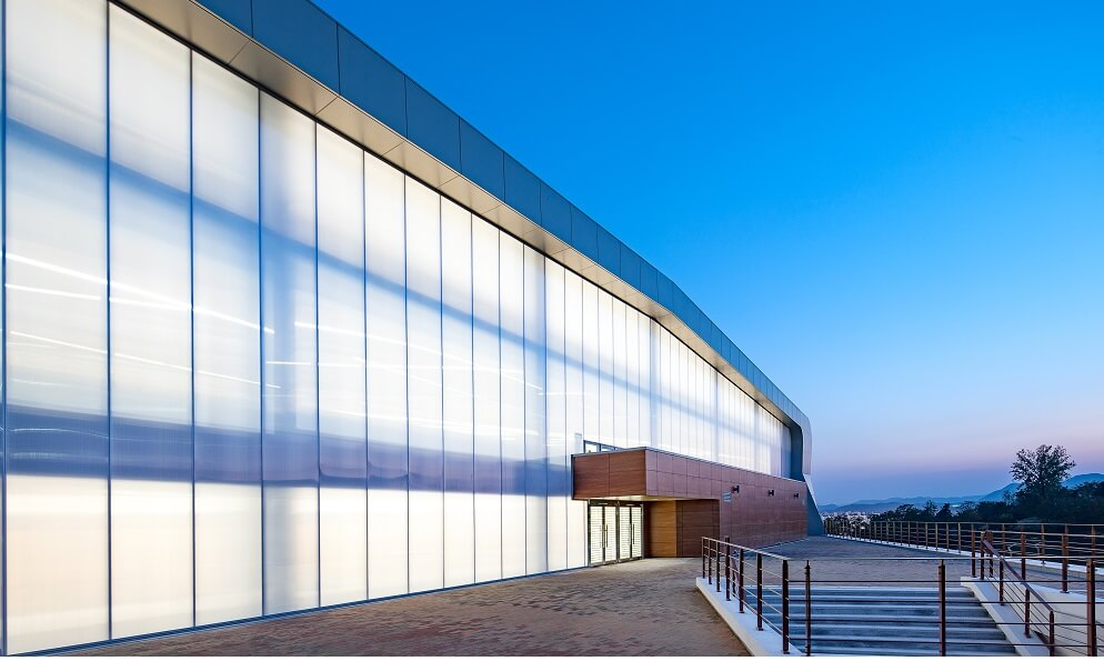 Curtain Wall Systems: Weather Protection for all Seasons
